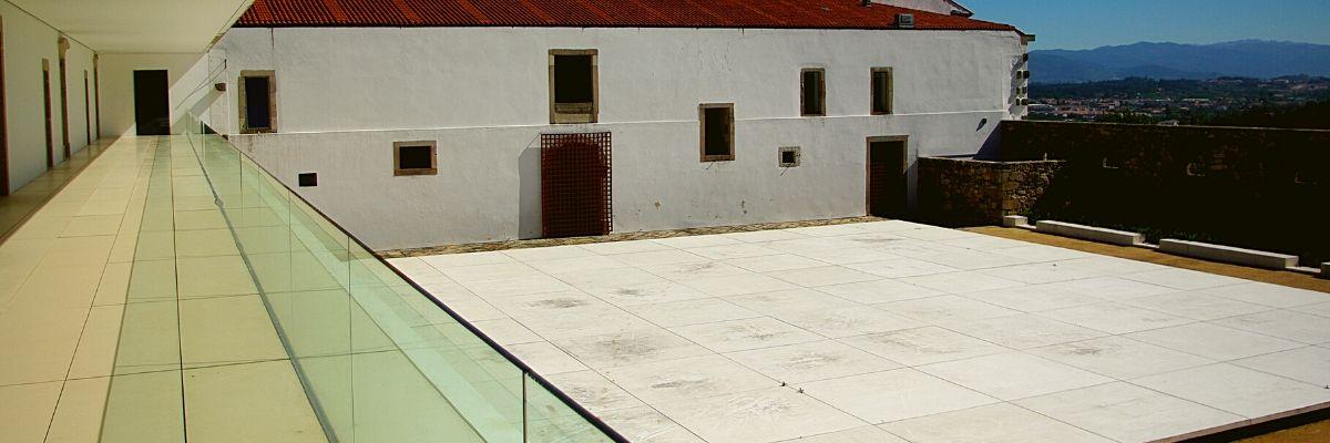 Claustro do refeitório do Mosteiro de São Martinho de Tibães, reabilitado.
