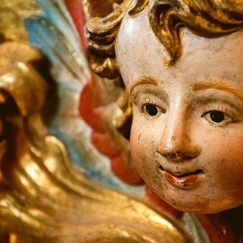 Anjinho dourado e policromado do Mosteiro de São Martinho de Tibães.