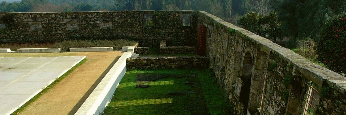 Ruínas do refeitório do Mosteiro de São Martinho de Tibães.