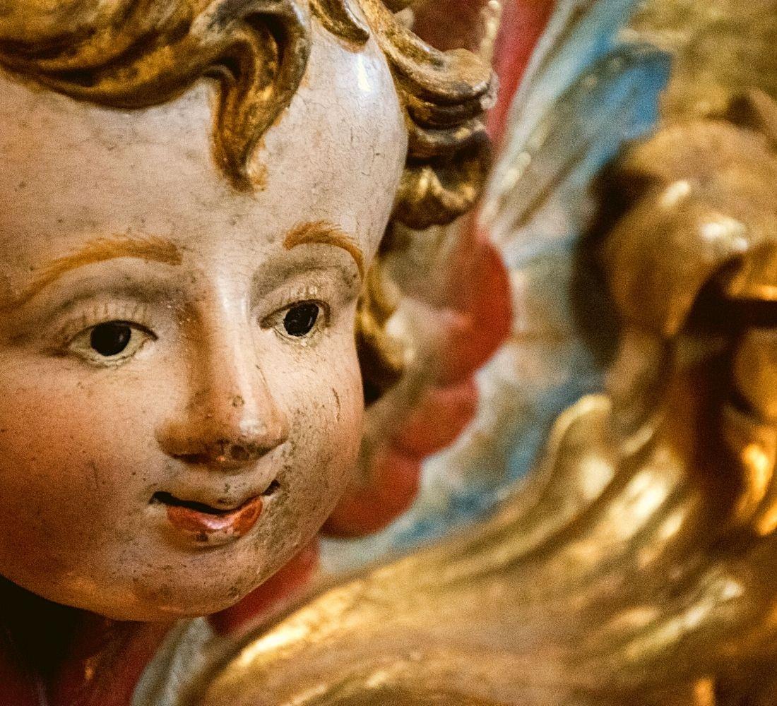 Anjinho dourado e policromado do Mosteiro de São Martinho de Tibães, Braga.