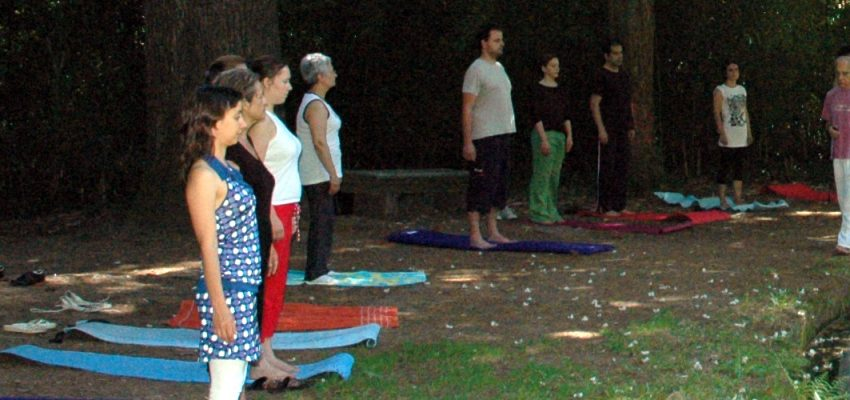 Aulas de Yoga no Mosteiro de Tibães. Uma proposta de atividade para fortalecer o corpo e a mente.